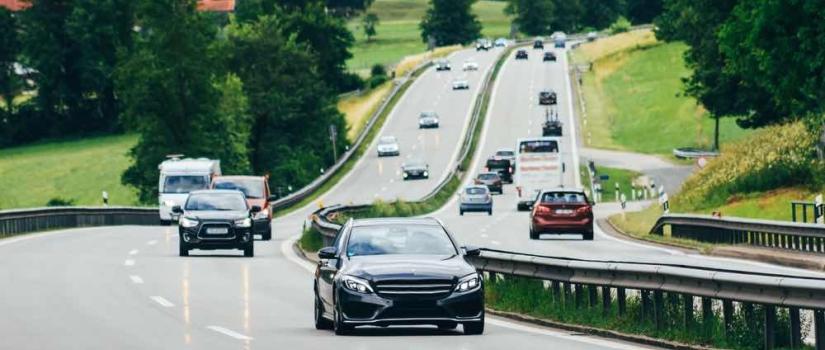 autos rijden in Oostenrijk