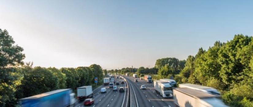 Auto's over snelweg in Oostenrijk