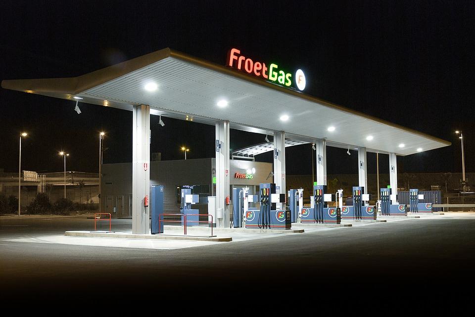 Tanken in oostenrijk bij benzinepomp